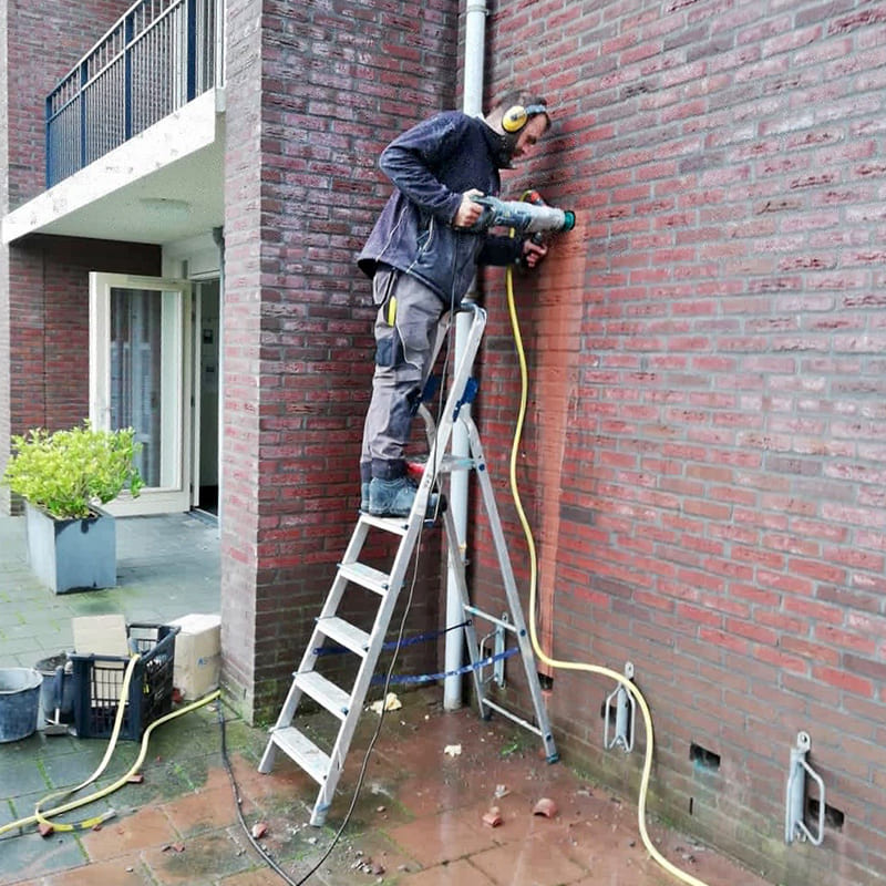 Professional installation of the DryBricks