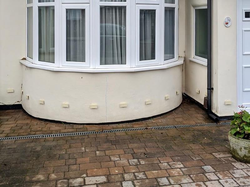 DryBricks - Damp solution in a white wall